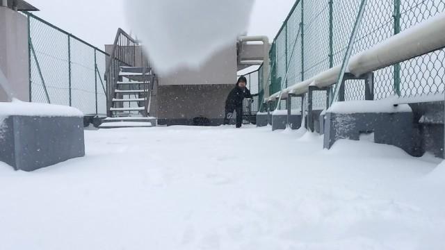 【雪厳戒】iPhone5sに雪玉をぶつけるスーパースロー映像